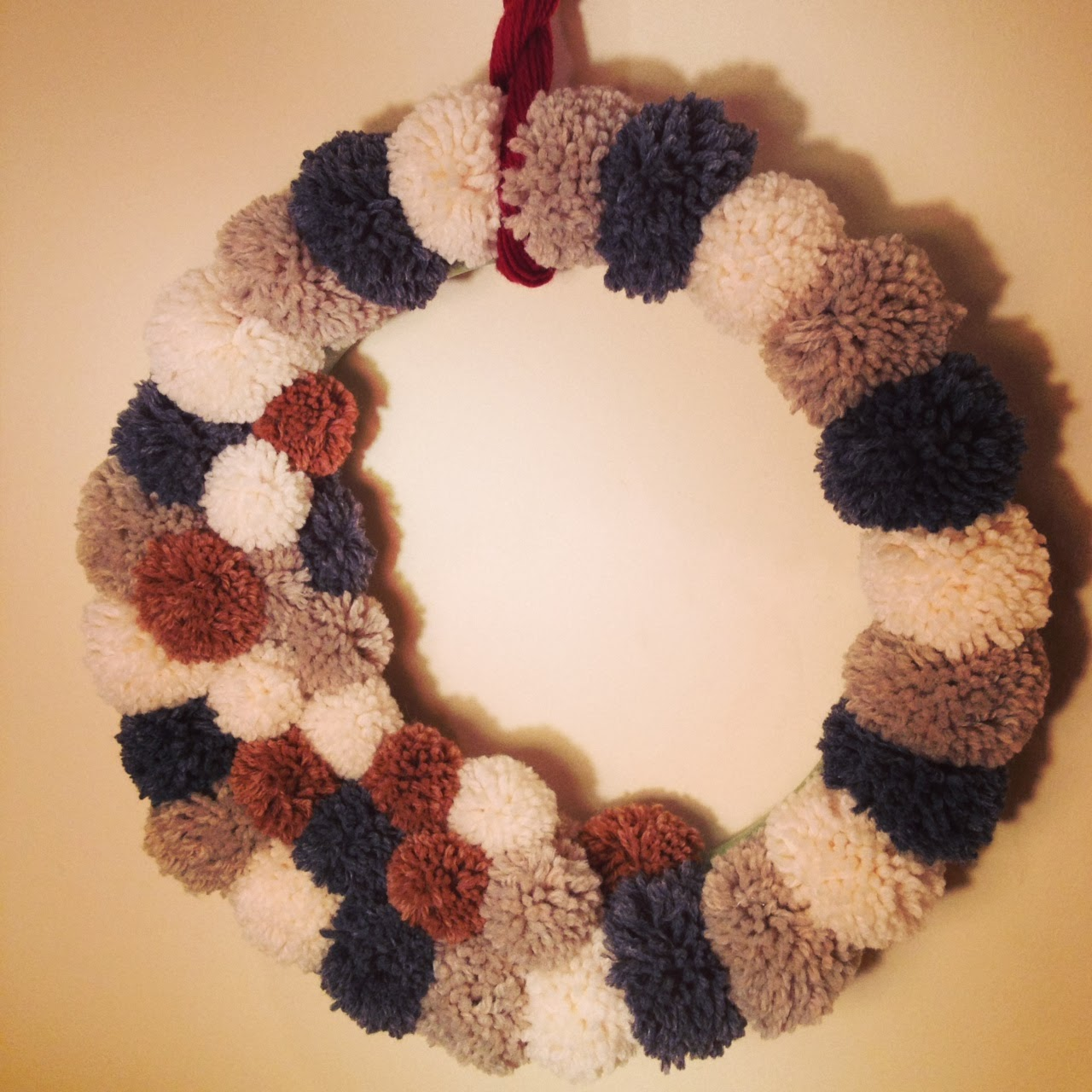 Stashbuster: Cozy winter yarn wreath