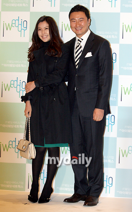 ahn young mi dating Choi's grandmother is renowned hanbok designer lee young hee, and his   yoon owned a bbq restaurant when they started dating, which made  winter  sonata actress park sol mi married fellow actor han jae seok.