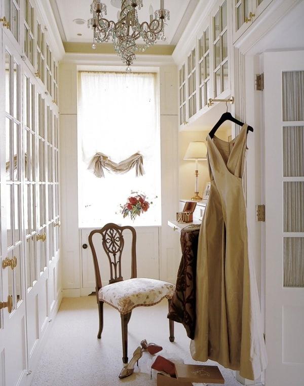 White walk in closet celebrity designer choes mirror for Celebrity dressing room mirror
