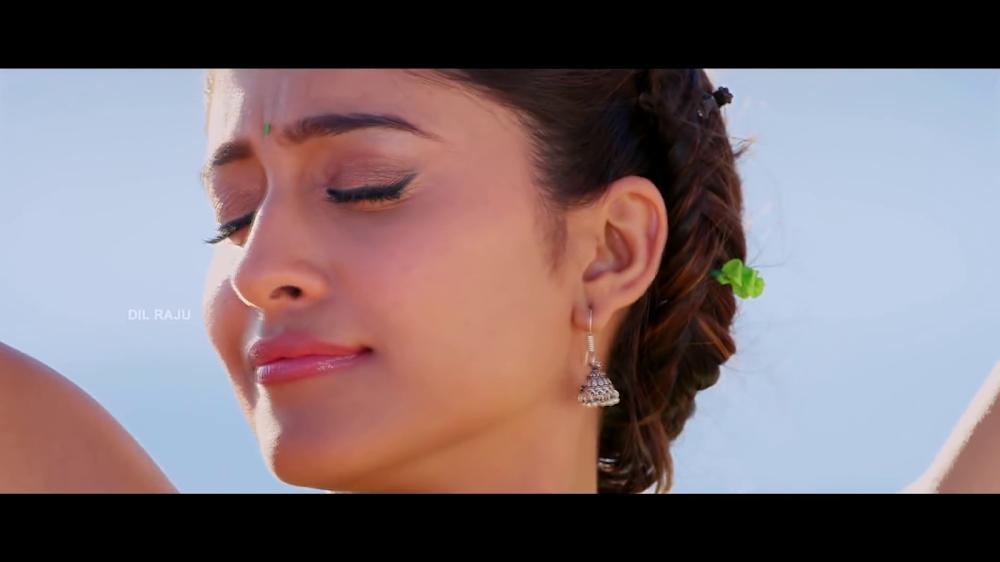 hq dvd captures of indian actress regina cassandra hot