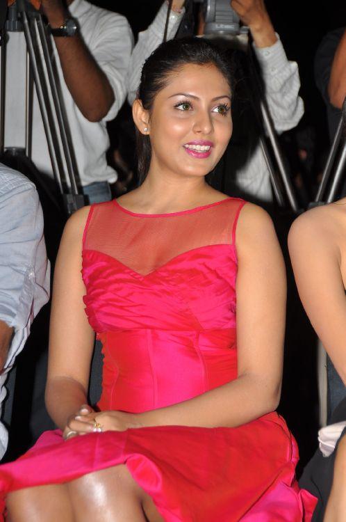 Madhu Shalini Hot Stills at Vadu Veedu Movie Audio Release Launch unseen pics