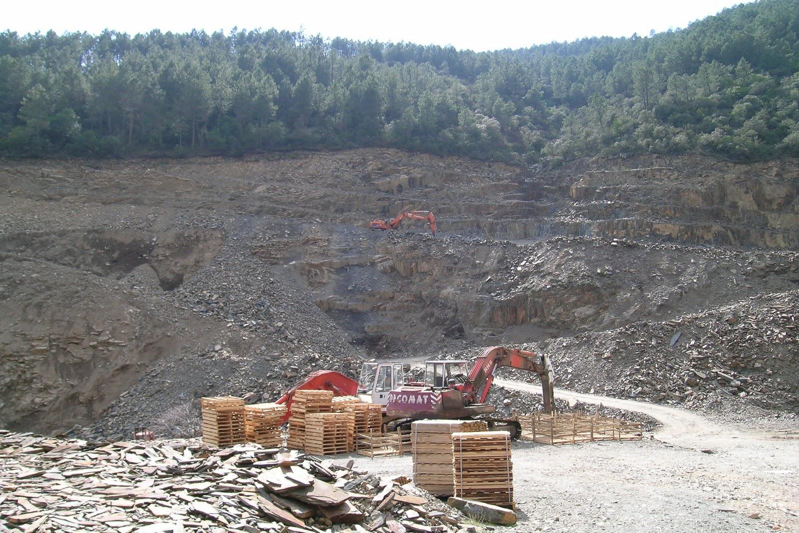 Geolog as de extremadura cantera de pizarra ornamental de - Cantera de pizarra ...