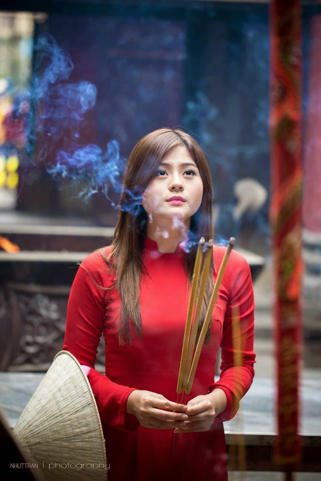 Hotgirl Châu Dương đi lễ chùa đầu năm 4