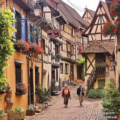 Tempat wisata terkenal di Perancis Eguisheim desa indah di perancis