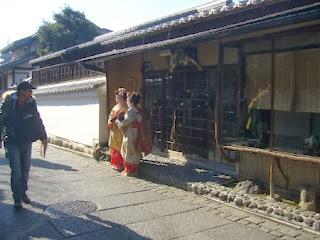 京都市東山区 舞妓さんの格好をしている観光客?