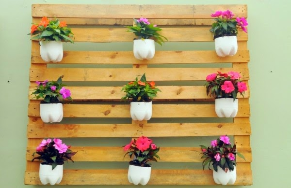 jardim vertical de garrafa pet passo a passo:Coisas de Casa: Jardim Vertical de Paletes