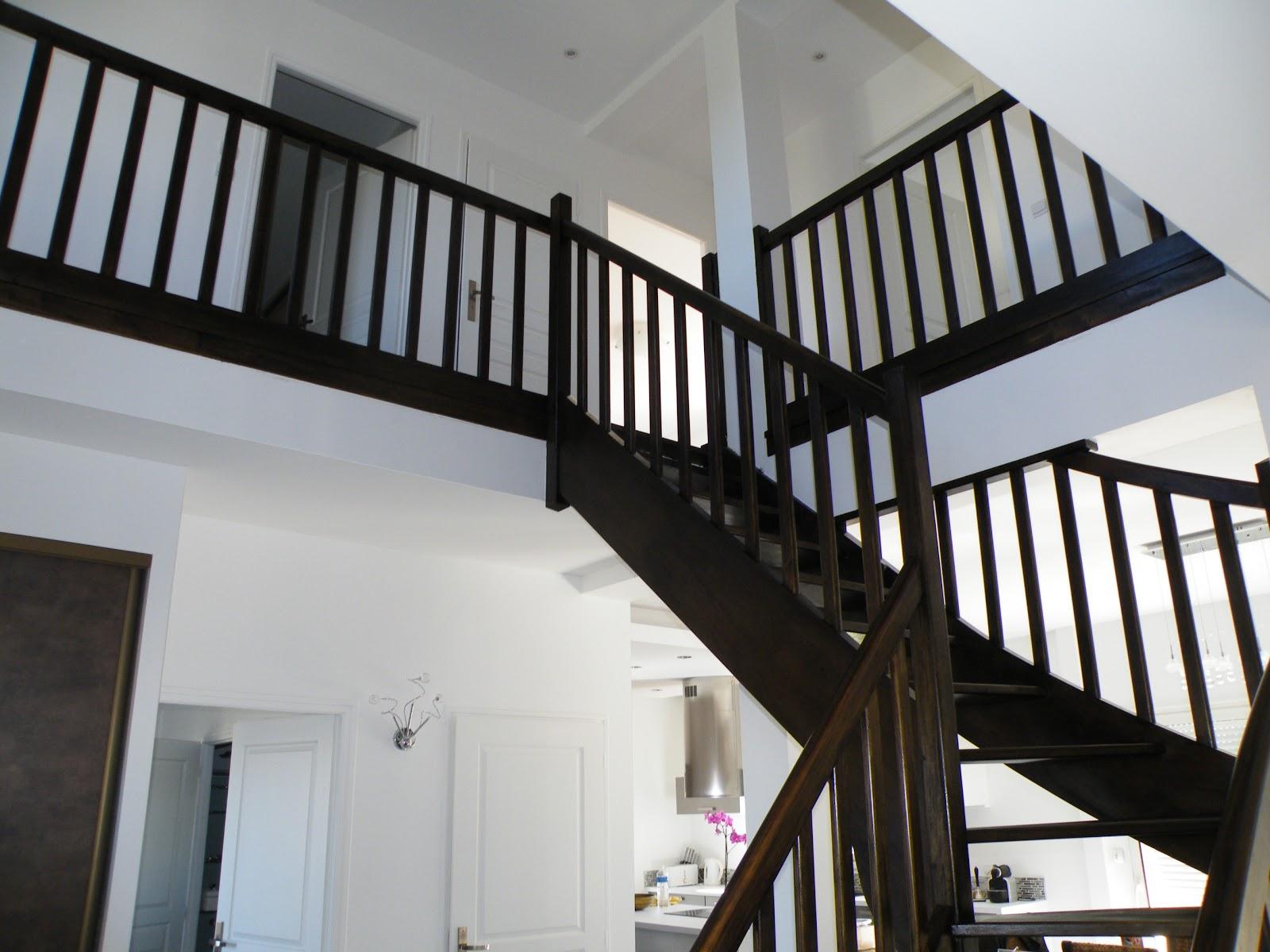 ma maison lelievre toussus le noble 78 yvelines l 39 escalier noir est devenu gris. Black Bedroom Furniture Sets. Home Design Ideas