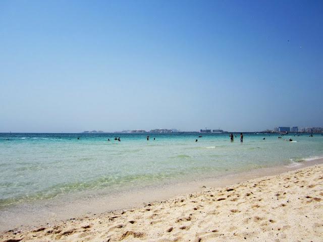 Piękna plaża w Dubaju