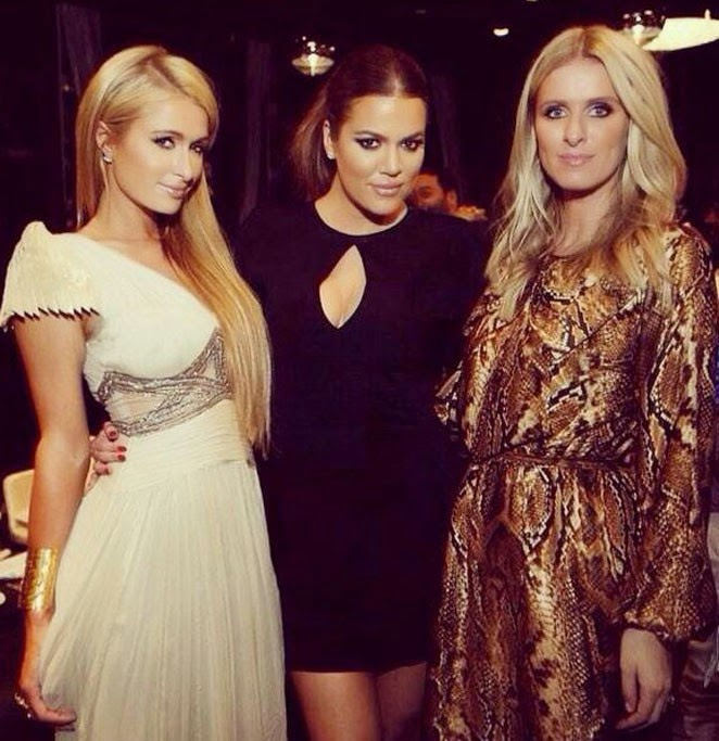 Khloé Kardashian surrounded by Hilton sisters A crazy night in Dubai!