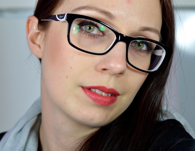 roter Lippenstift tragbar