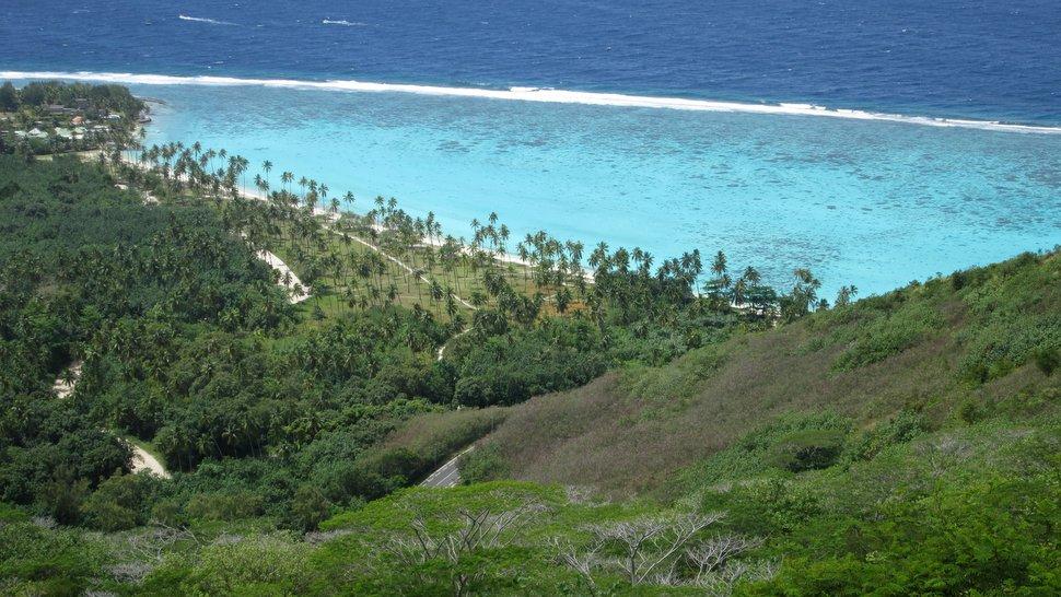 Vue panoramique sur la plage de Temae à Moorea