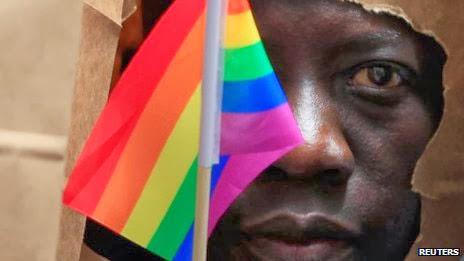 Nova lei em Uganda prevê prisão perpétua para gays