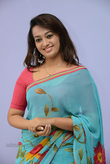 Esther Noronha Pictures in saree 002.jpg