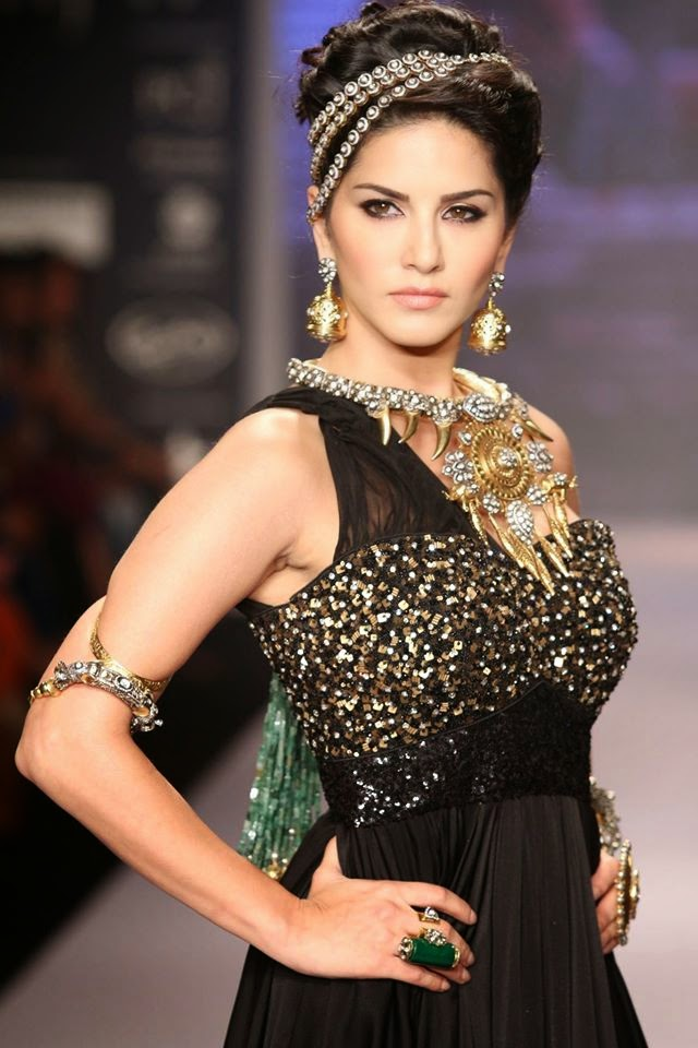 India's Internation Jewellery Week | Sunny Leone