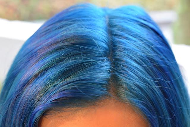 Ansatzbehandlung bei bunten Haaren