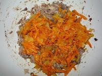 добавить к сардинам пассерованные лук и морковь