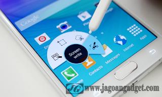 Layar Note 5 Samsung memiliki resolusi tinggi dan menggunakan corning gorilla glas 4