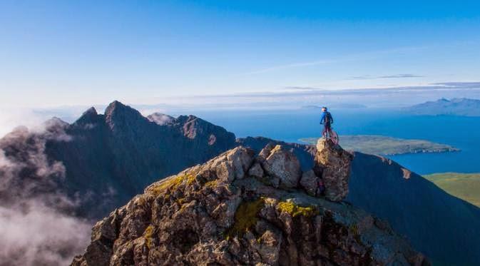 Danny MacAskill Menikmati Alam Skotlandia Dengan Sepeda Gunungnya