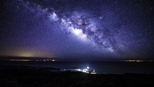 Melihat bintang dari teleskop ingat nanti malam ada penampakan
