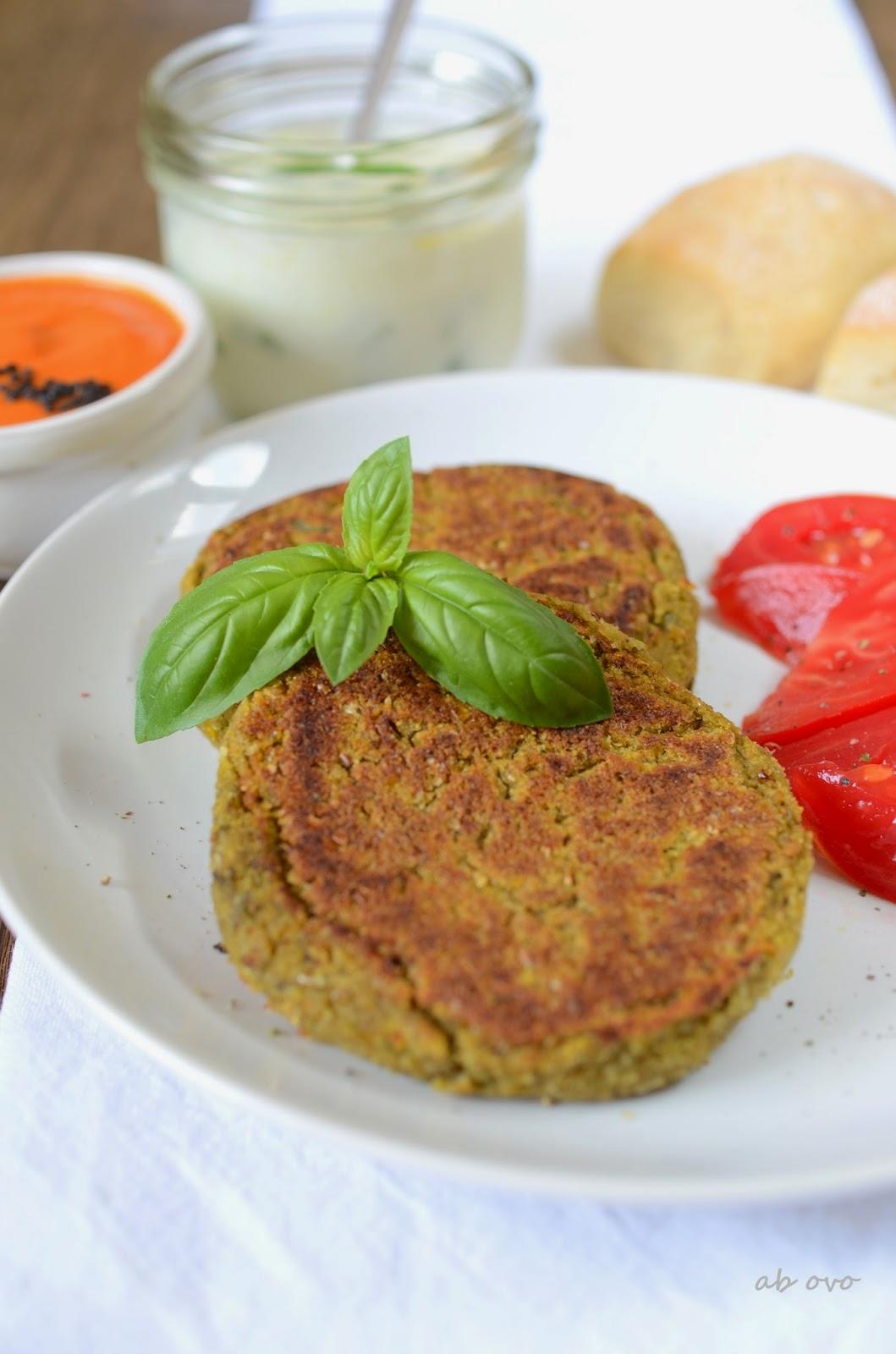 Burgers-vegani-di-azuki-verdi-al-basilico
