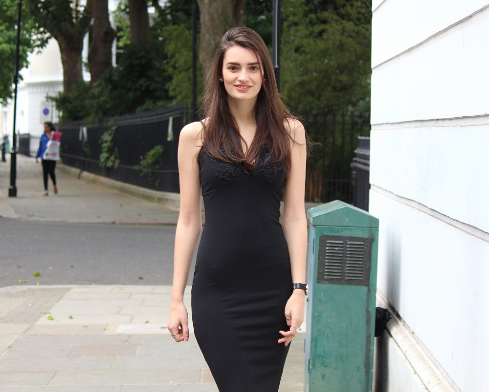 peexo fashion blogger wearing black bodycon midi dress