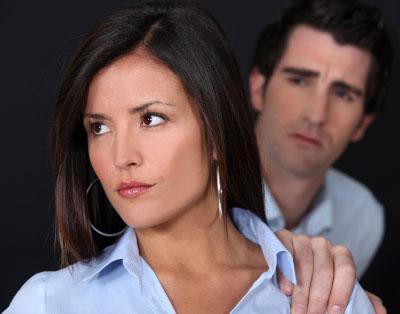 كيف يخطئ الرجل في الحب - اخطاء الرجال - رجل يغضب حبيبته - امرأة حزينة غاضبه - angry upset woman girl