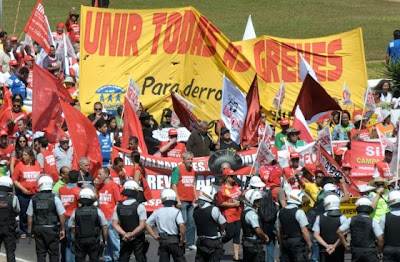 Primavera brasileira? Greves podem derrubar Dilma