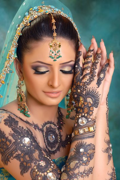 Mehndi Designs With Glitter1 Lovely Mehndi Designs