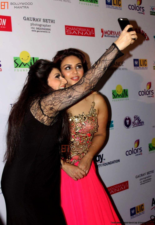 Huma Qureshi  Archana Kochhar  Smile Foundation show with