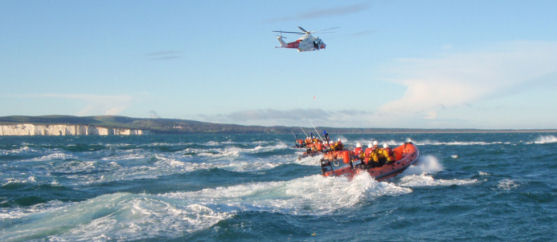 RNLI Crews training with HMCG Solent Helicopter Rescue 104