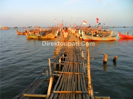 Jelajah Wisata di Pantai Banyutowo