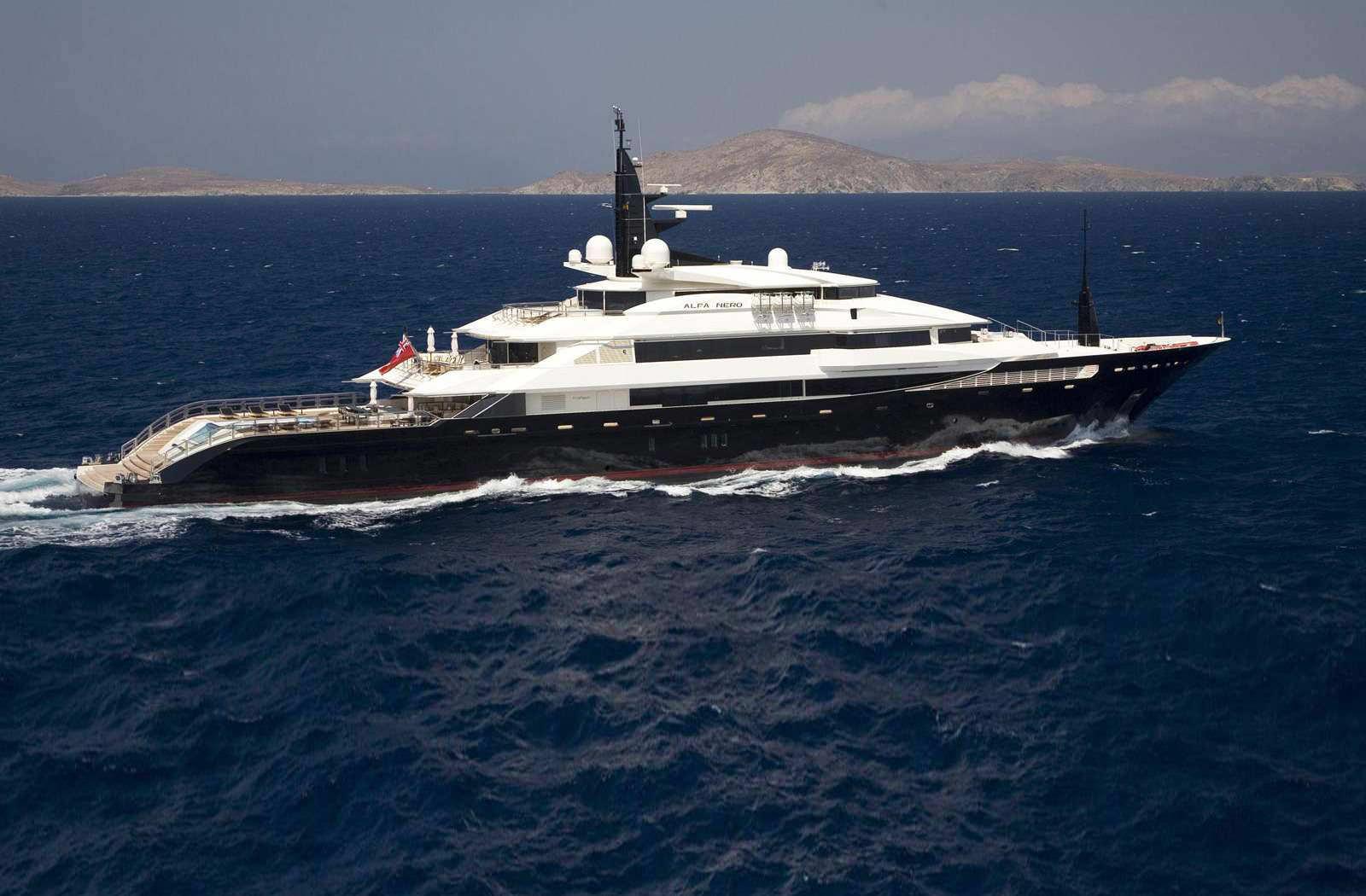 Megayacht ALFA NERO Starboard