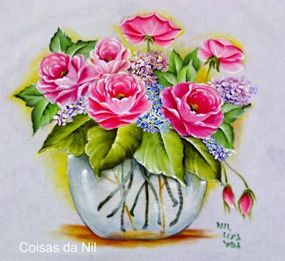 vaso transparente com rosas
