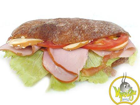 Свеж сандвич с маслинова паста