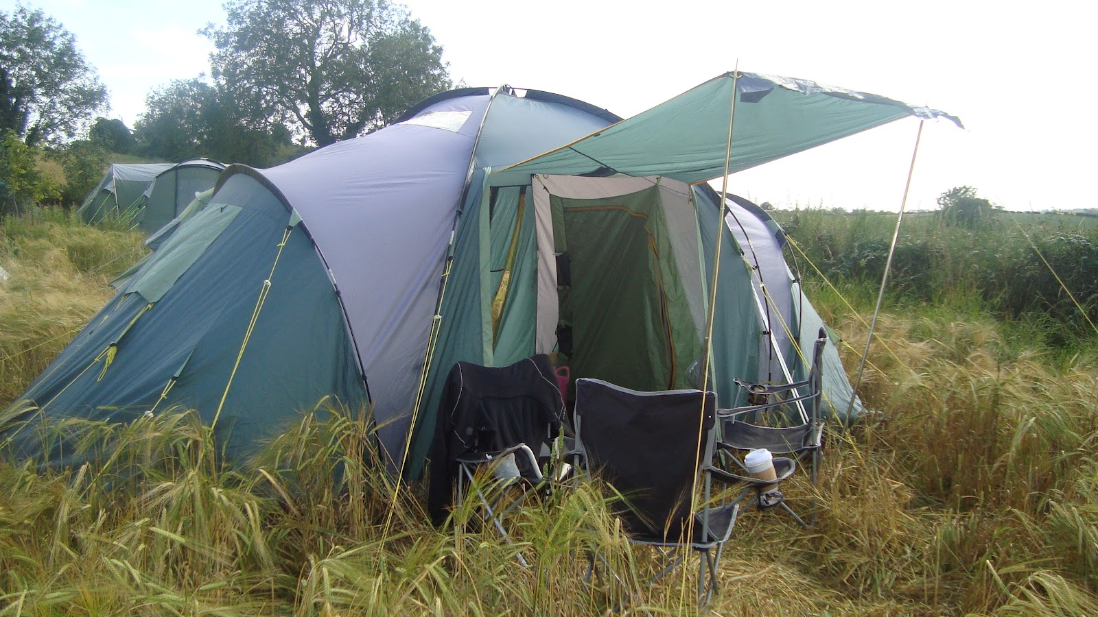Most recently this tent was used at the Sunflower Festival August 2011. Not a bad pitch considering I did it single handed in complete darkness by feel. & Campervic: Memories of past seasons and saying goodbye to a ...