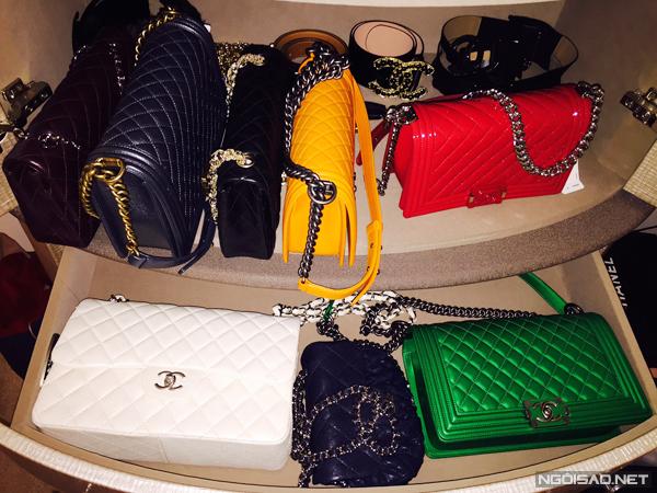 Riêng về túi xách, cô gái 9X có khoảng 30 chiếc Hermes, Chanel, Louis Vuitton, mỗi món có giá tầm 1.000 đến 15.000 USD.