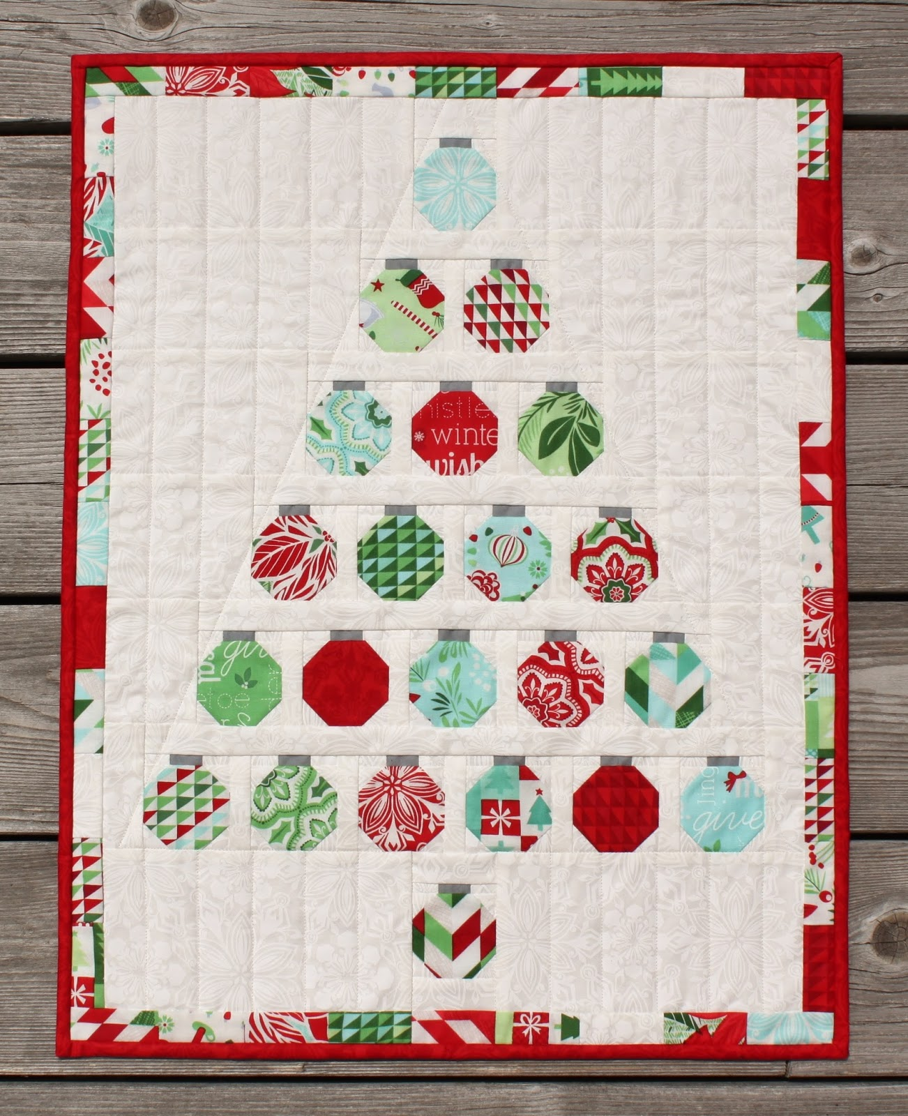 Jen Daly Quilts: Christmas Baubles Quilt