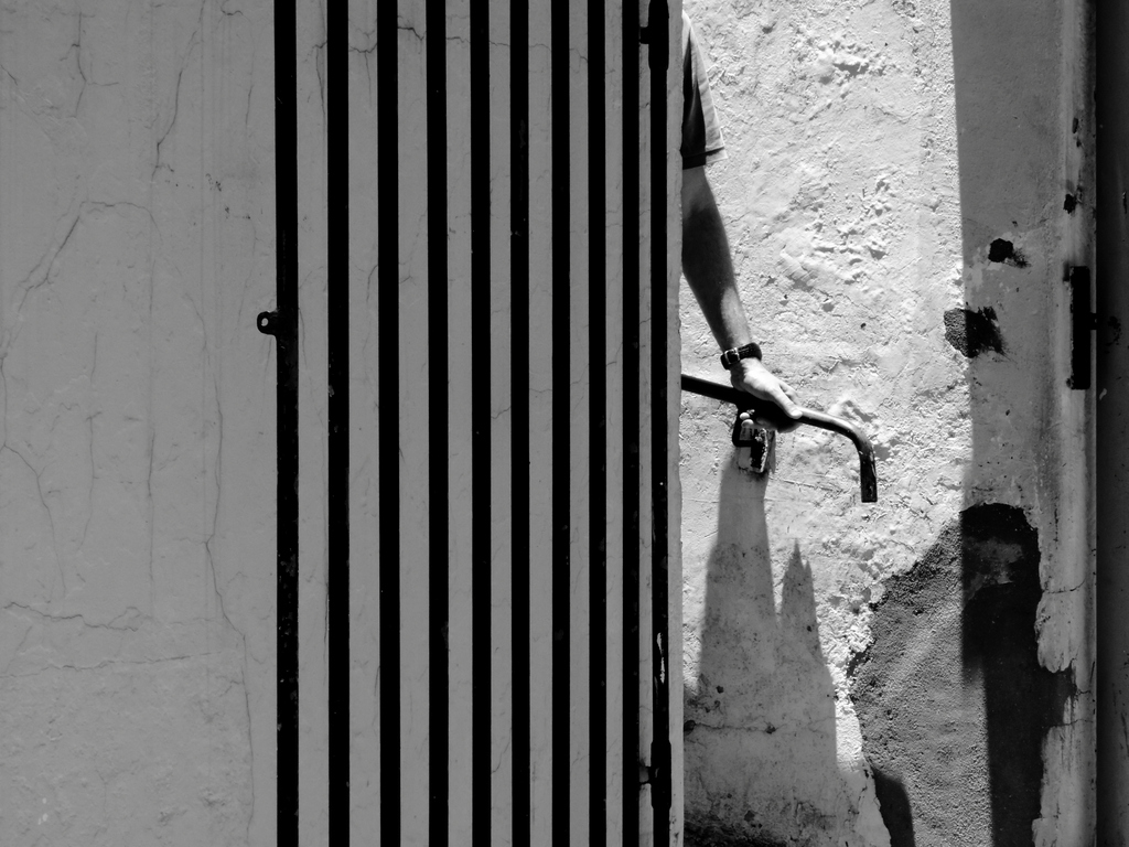 A mão livre, by Guillermo Aldaya / PhotoConversa
