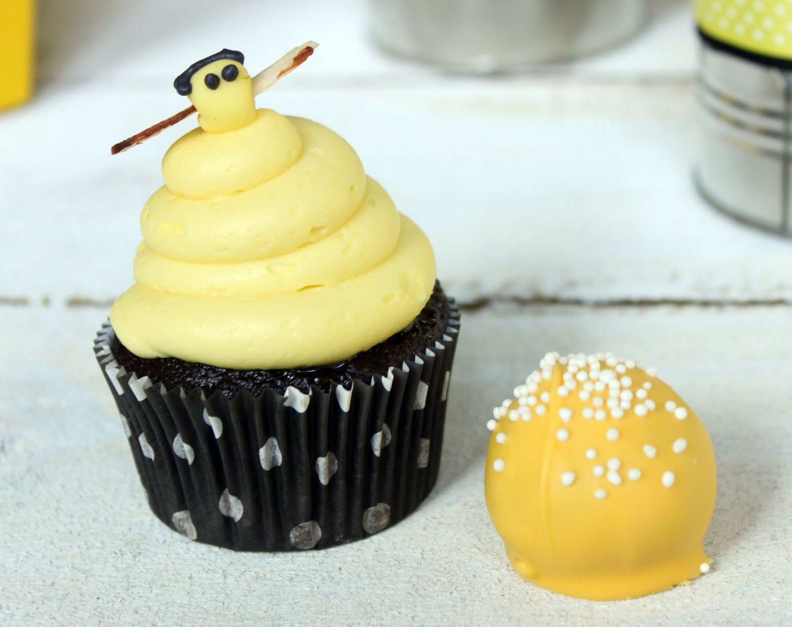 sweet bee bakeshop Sugar bee sweets is a boutique bakery located in the heart of the dallas-fort worth metroplex, proudly serving all of north texas we specialize in custom wedding cakes and sweets like cupcakes, party cakes, cake balls, pies, and cookies.