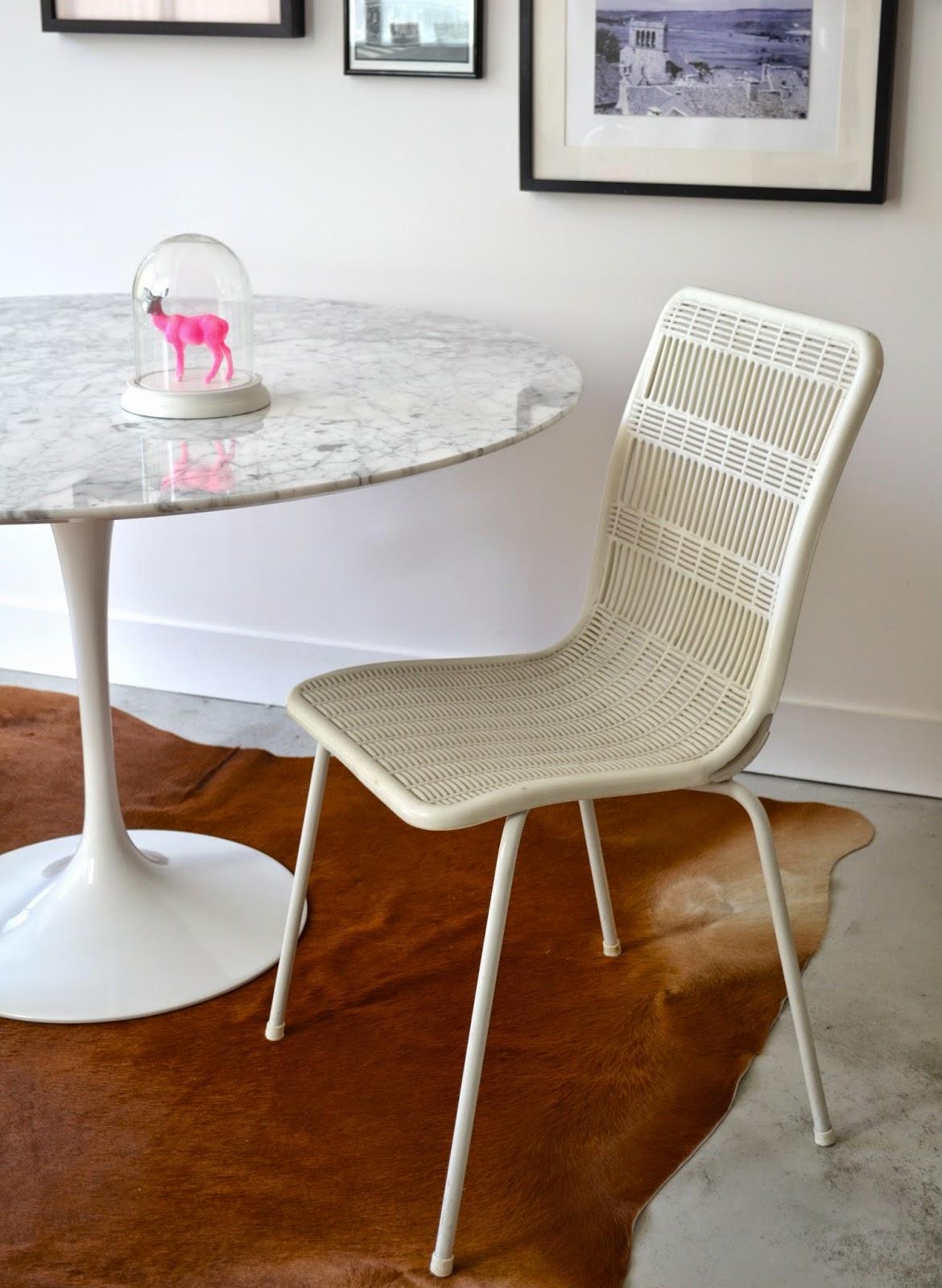 past present chaise blanche vintage ajour e. Black Bedroom Furniture Sets. Home Design Ideas
