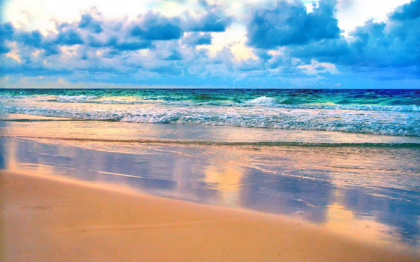 Fotomontaje de dos corazones en la playa
