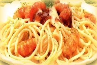 Espaguetis de camarones al eneldo