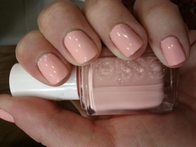 Lipgloss Break: pink nail polish