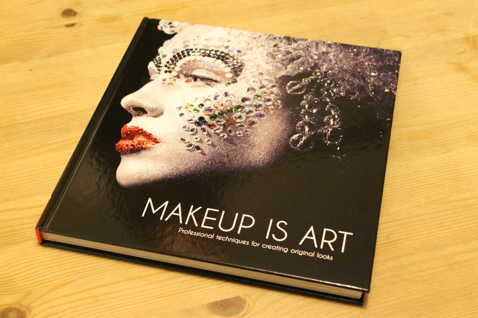 Reading through the authors introduction, it was mentioned that Jana Ririuni was also the founder of AOFM- Academy of freelance Makeup!!!