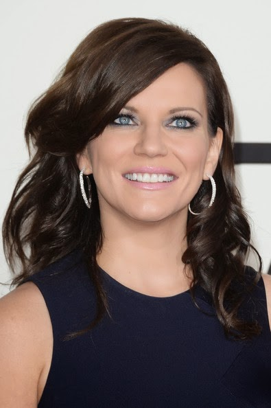 Martina Mcbride Medium Curls Hairstyle