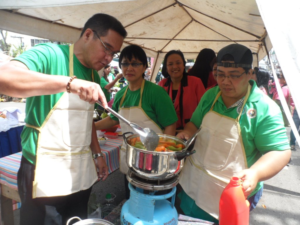 Pia western mindanao cooking veggie display contests highlight this year the different city department heads including some units of the philippine national police compete for the veggie cooking contest forumfinder Image collections