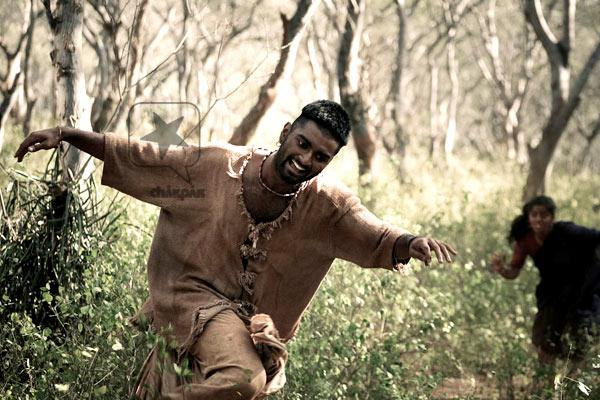 Avatha Paiyan Lyrics - Paradesi (2012)