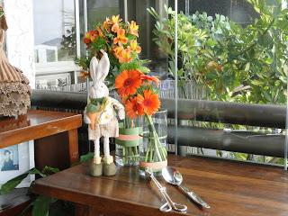 coelhos, decoração, arranjo floral, flores coral