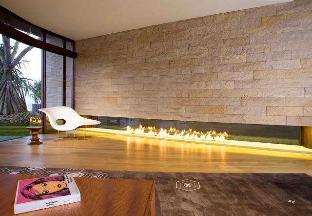 cheminée type hôtel de luxe et villa hollywoodienne