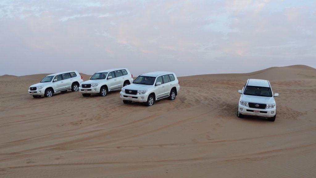 Offroad fahren in der Wüste in Dubai als Selbstfaher